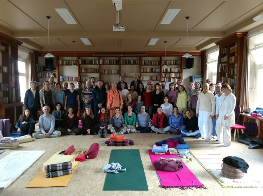 Verslag en foto van Weekend Retreat on Inner Silence and Mudras with Swami Tat Sat Bharati | Stichting Himalaya Yoga | Tiel, Nederland